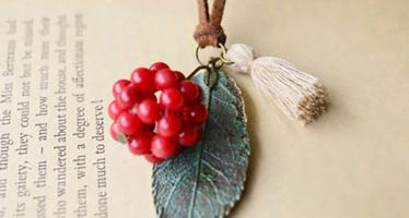 Necklace berries bb button