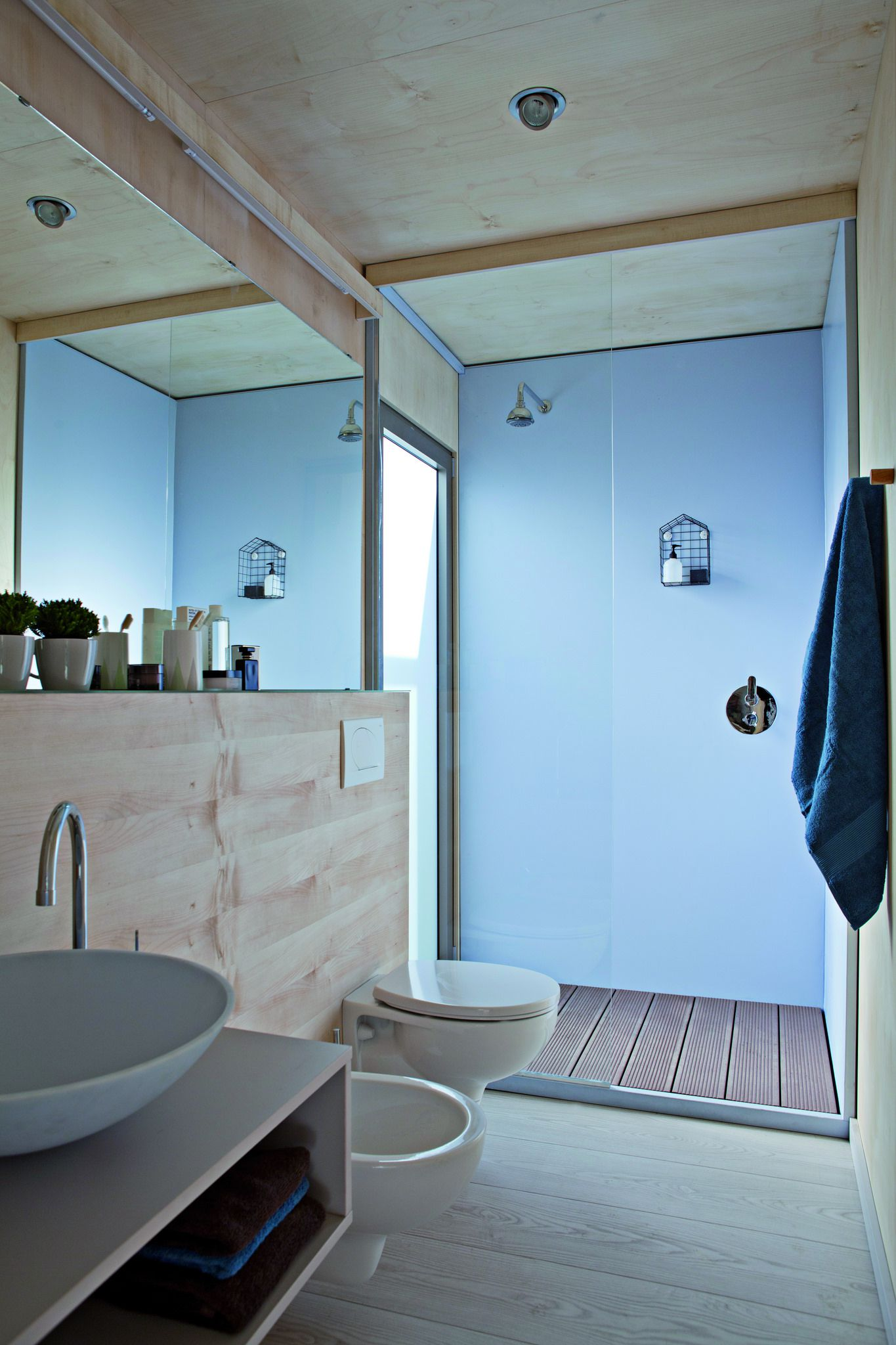 BIG BERRY bathroom space 2